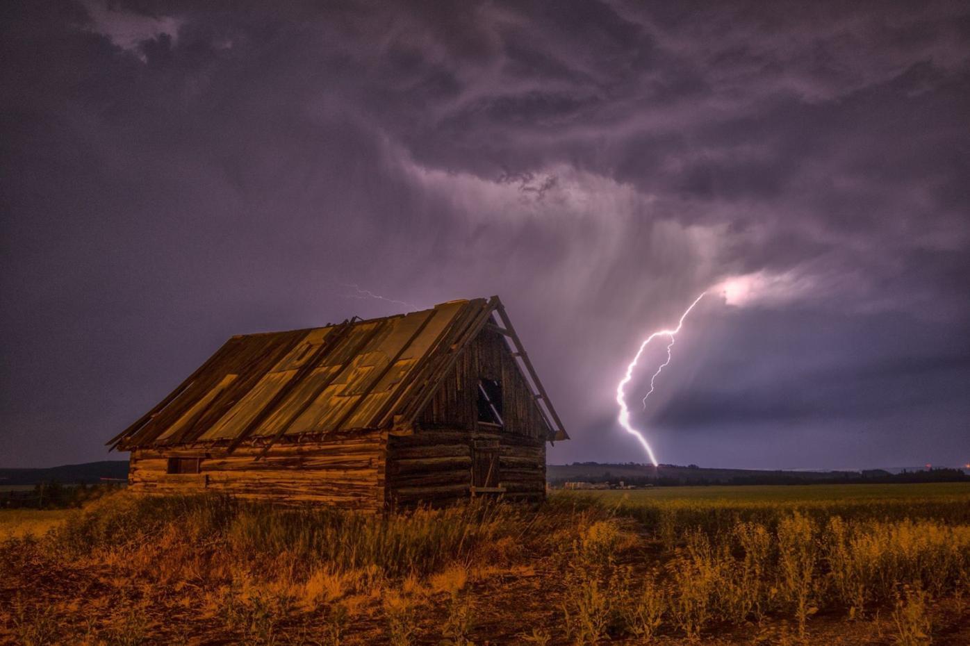 lightning bolt at night.jpg