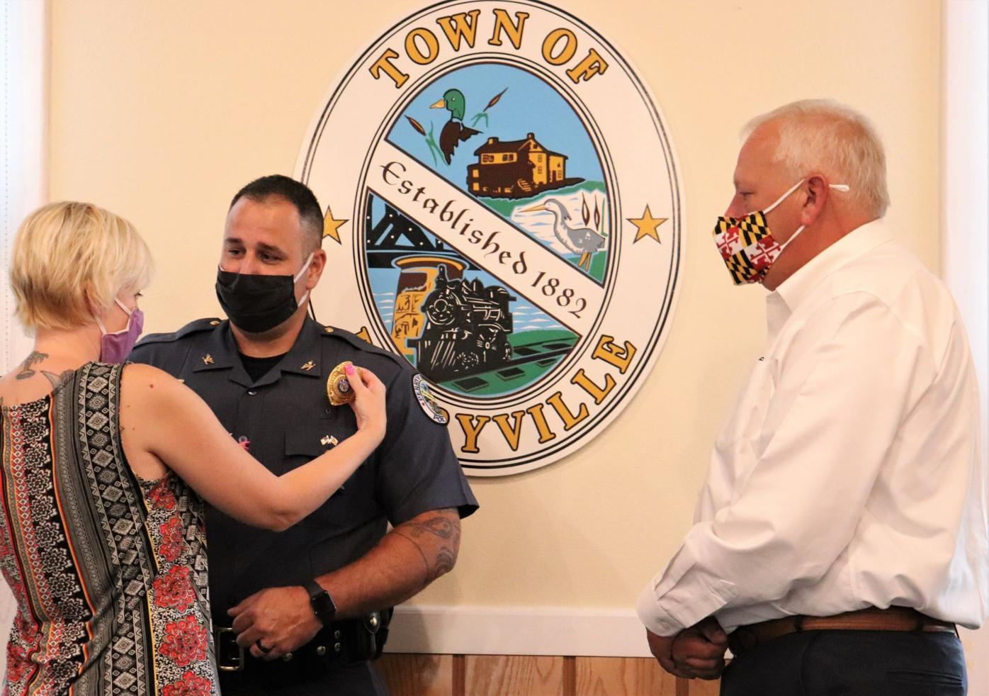 Perryville Police chief, officer sworn in, Morgan promoted