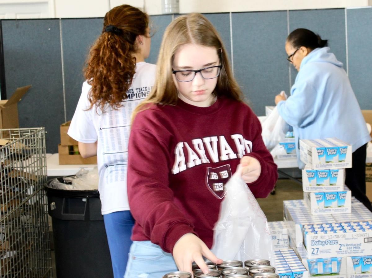 Student volunteer to end hunger
