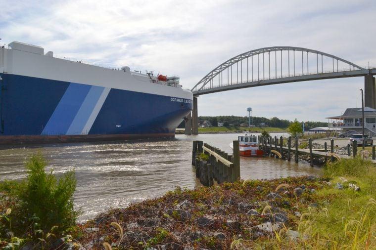 Big ship traverses the C&D Canal | | cecildaily com