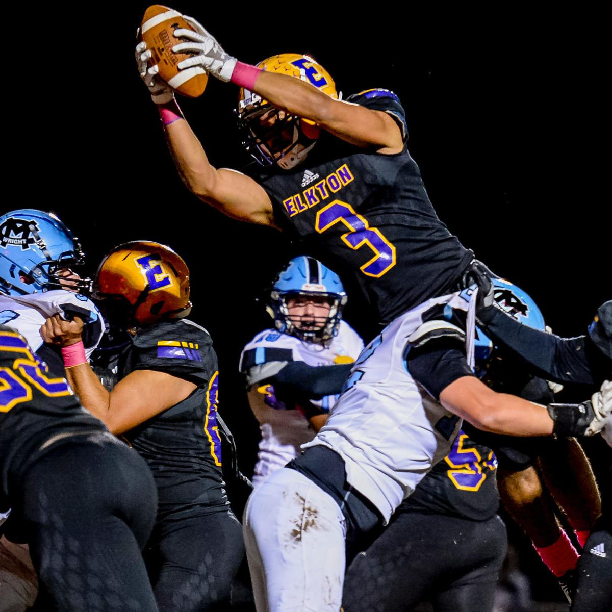 Elks still perfect with 49-14 win over Mustangs