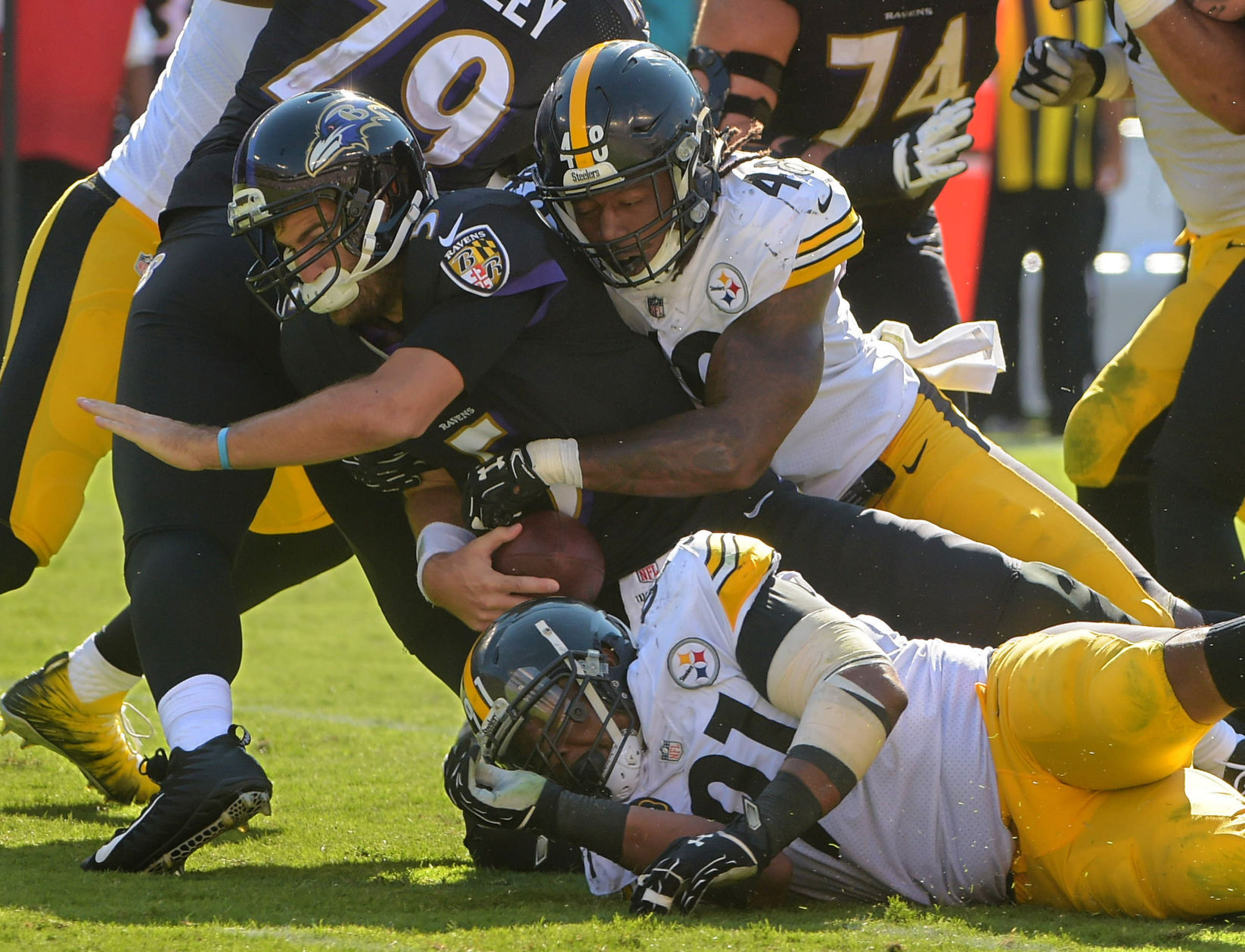 Bell, Steelers have their way in rout of Ravens