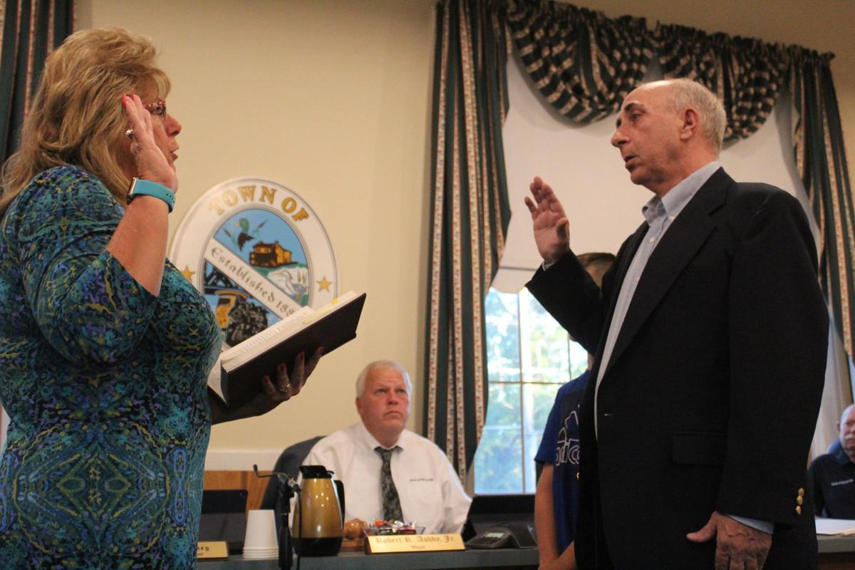 Tim Snelling sworn in to Perryville board