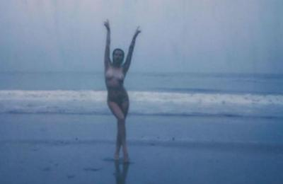 Ireland Baldwin strips naked for body empowerment post