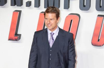 Tom Cruise becomes an Honorary Naval Aviator