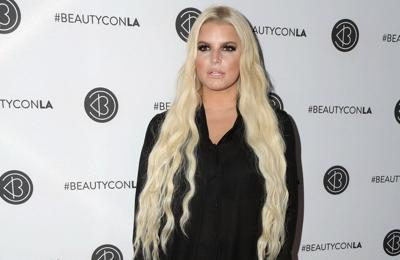 Jessica Simpson claims people were told not to date her