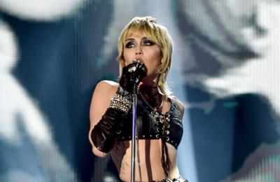 Miley Cyrus and Courtney Love show support for Britney Spears with music