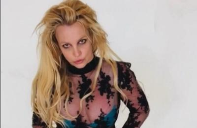 Britney Spears poses topless as she continues conservatorship battle