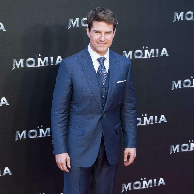 Tom Cruise Resumes Mi6 Stunt Filming Celebrities