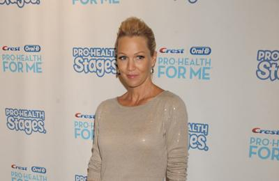 Jennie Garth and Luke Perry hid in zoo cage to escape fans