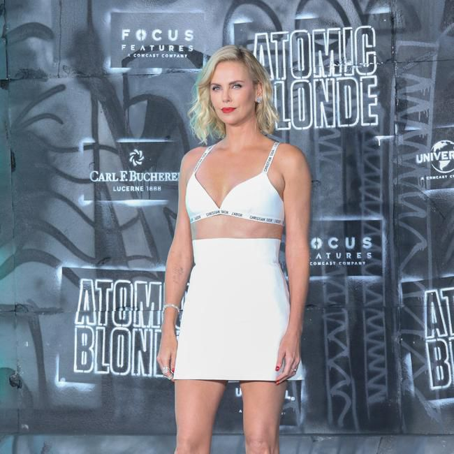 Charlize Theron Ny Blondes: Charlize Theron Cracked Three Teeth Filming Atomic Blonde