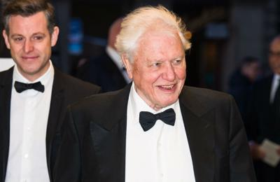 David Attenborough and Brian Blessed 'get vaccinated'