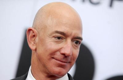 Jeff Bezos flies to space