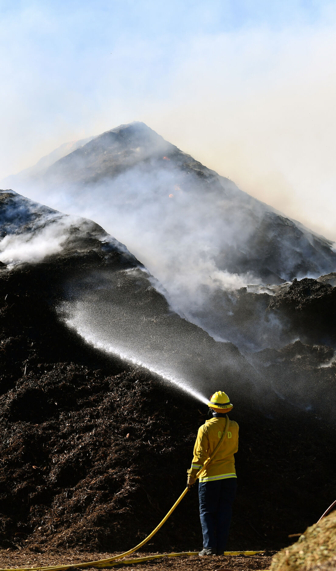 Smoke from wind-fueled mulch fire in Ontario billows into Chino Valley