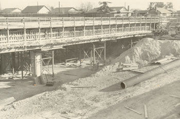 Original construction of the Benson Avenue overpass of the 60 Freeway