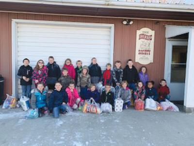 Columbus Student Council does service project for Humane Society in Chariton