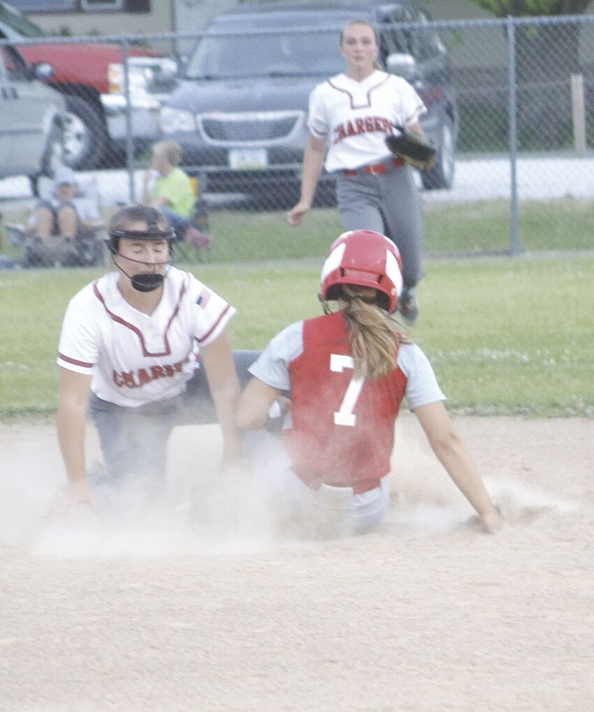 Layne Braby tagging runner out at 2nd base.tif