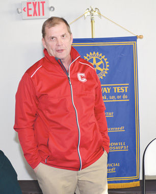 Supt. Achenbach speaks to Rotary
