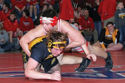 Jordan Mundy wins 220-pound title; Nick Wood is second at 285  at sectionals to advance to Districts