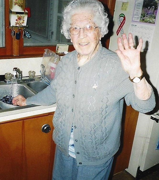 "Ms. Amalia Luedke ""Mollie"" Wood | Obituaries | charltoncountyherald.com"