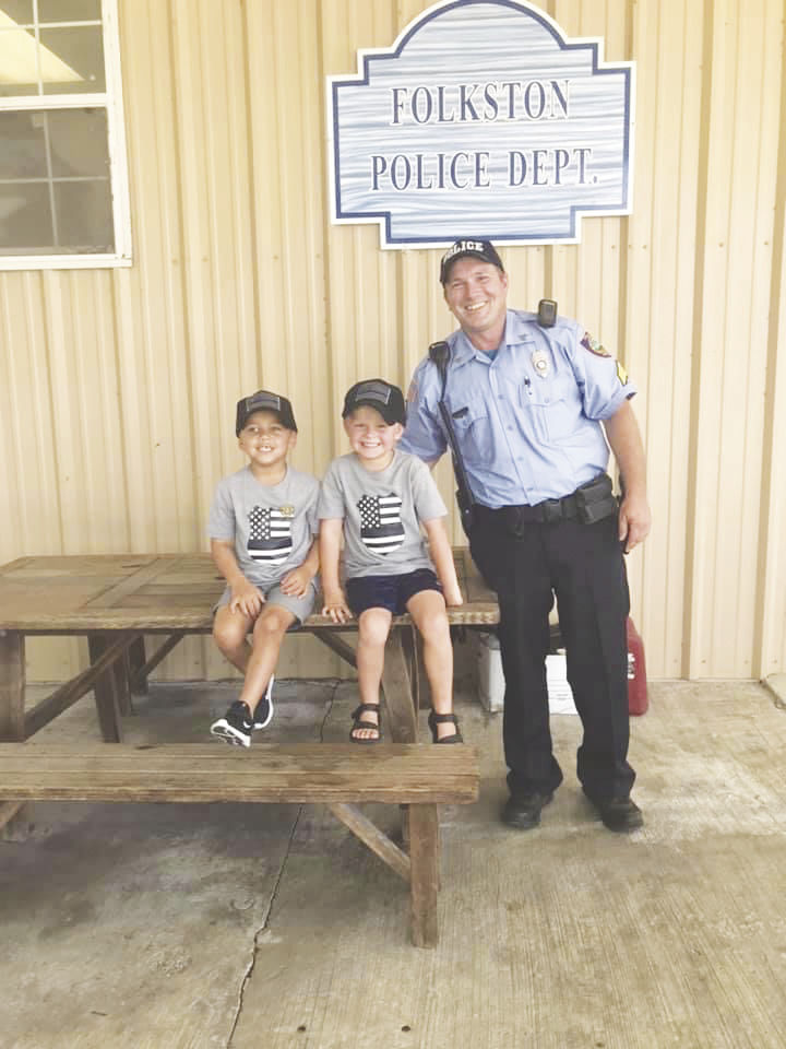 Allen, Steedley 'Back the Blue' with goodie bags