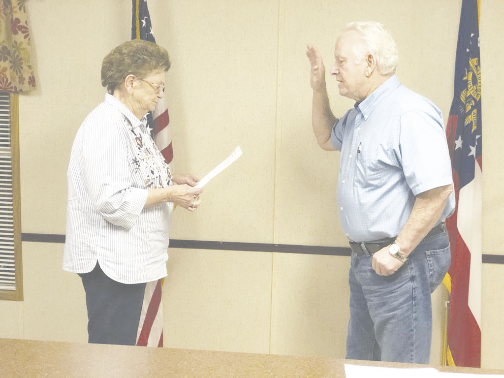 King resigns from council, Guinn instated during meeting