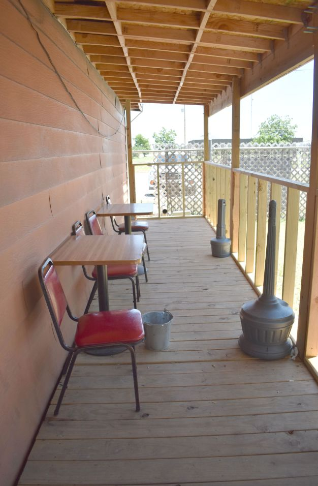 Outdoor smoking area - Porch