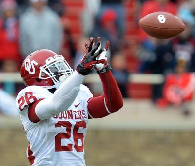 Damien Williams catches against Texas Tech
