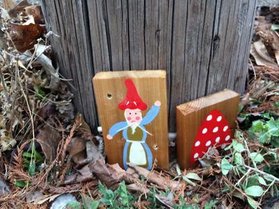 Gnome painting accompanied by mushroom