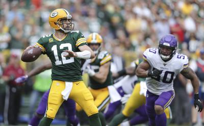 Aaron Rodgers against Vikings, State Journal photo