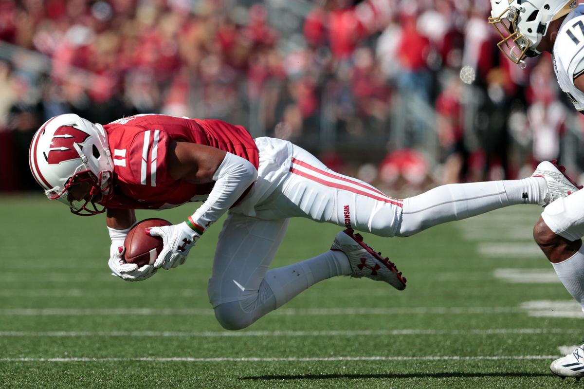 badgers football top tweets from wisconsin s 54 10 win over akron