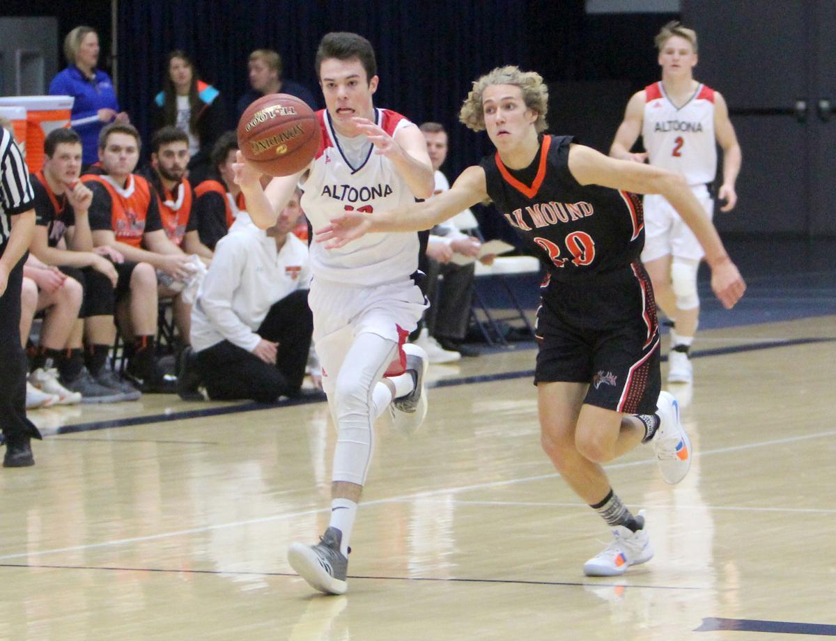 Elk Mound boys basketball vs Altoona 12-1-18