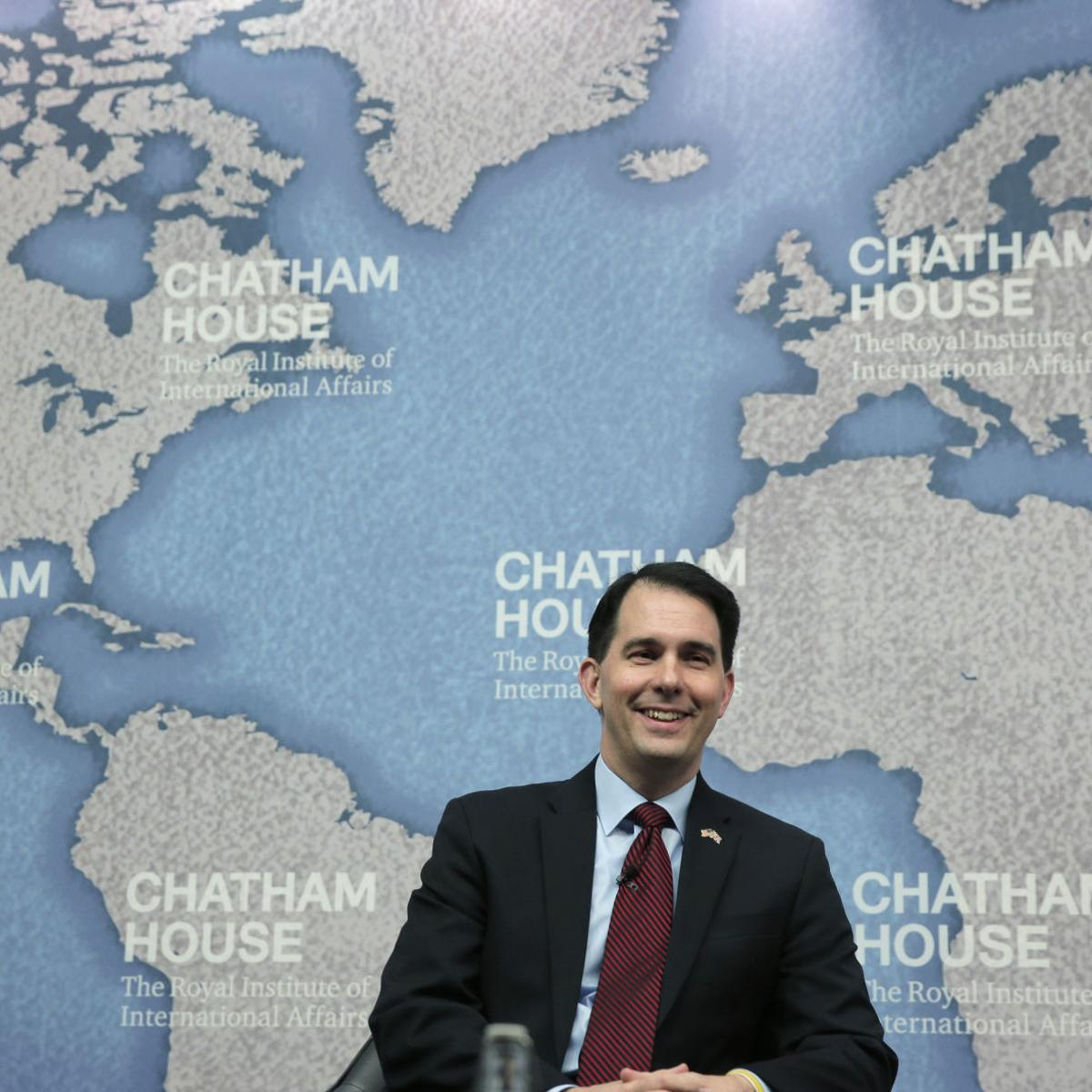 Scott Walker campaign clarifies Canadian wall comments after