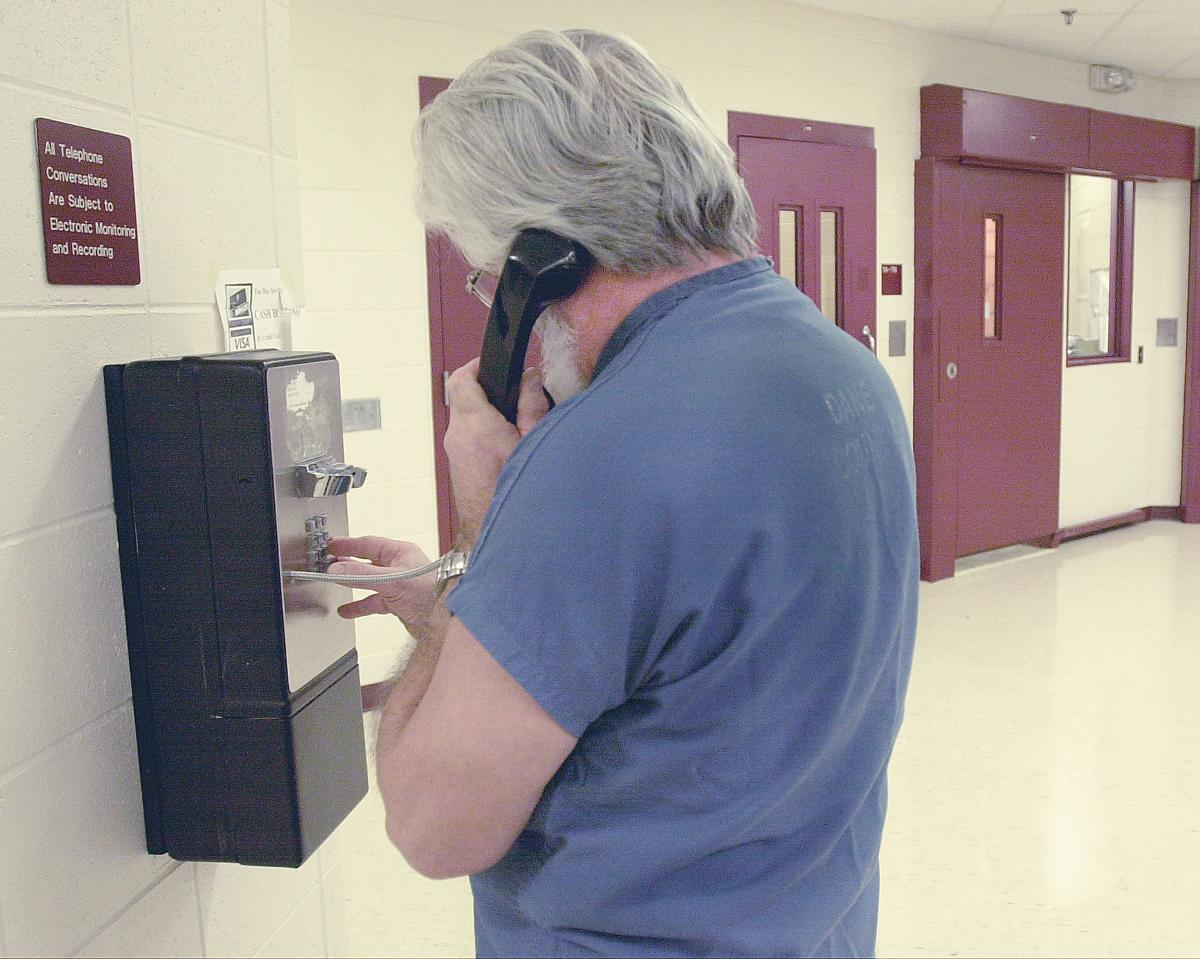 wisconsin leading fight against limit on prison phone call