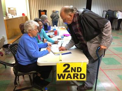 Voting at courthouse 2018 spring election (copy)