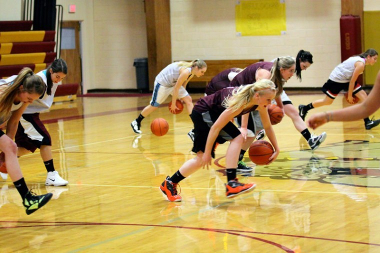 15 Choteau girls out for basketball season | Sports | choteauacantha.com