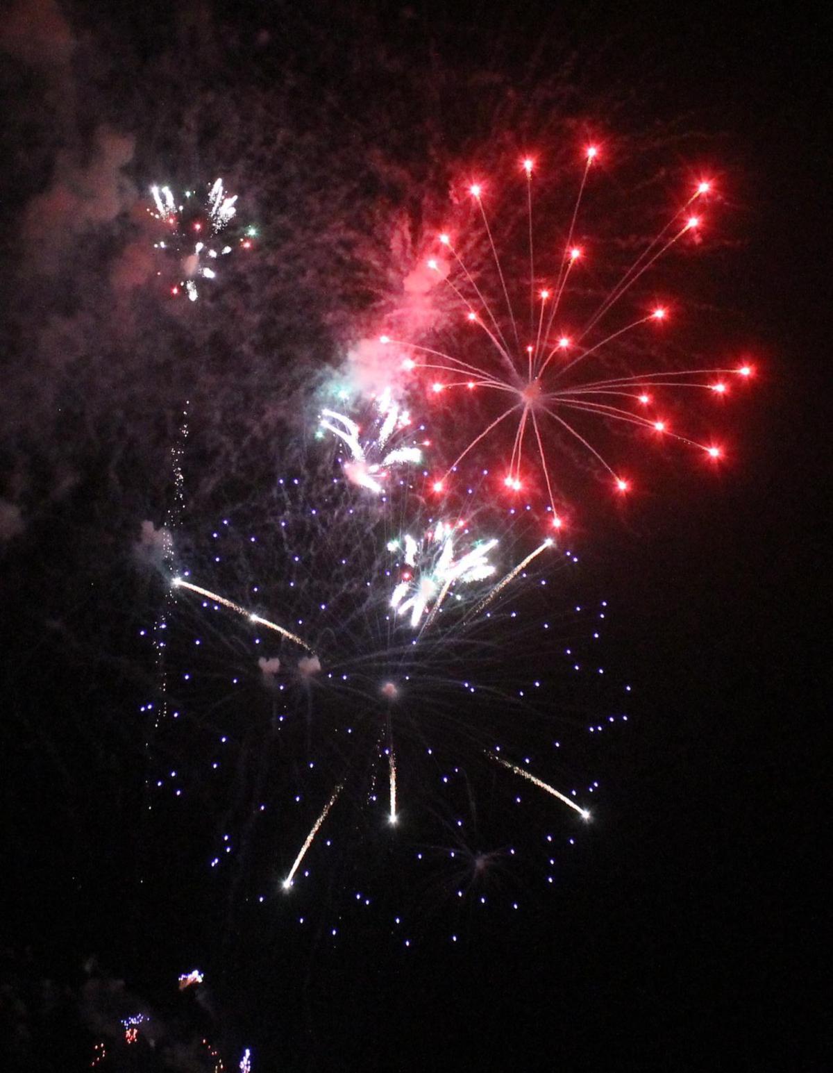 090119_chd_fireworks11.jpg