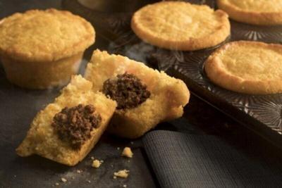 Stuffed corn muffins with chili