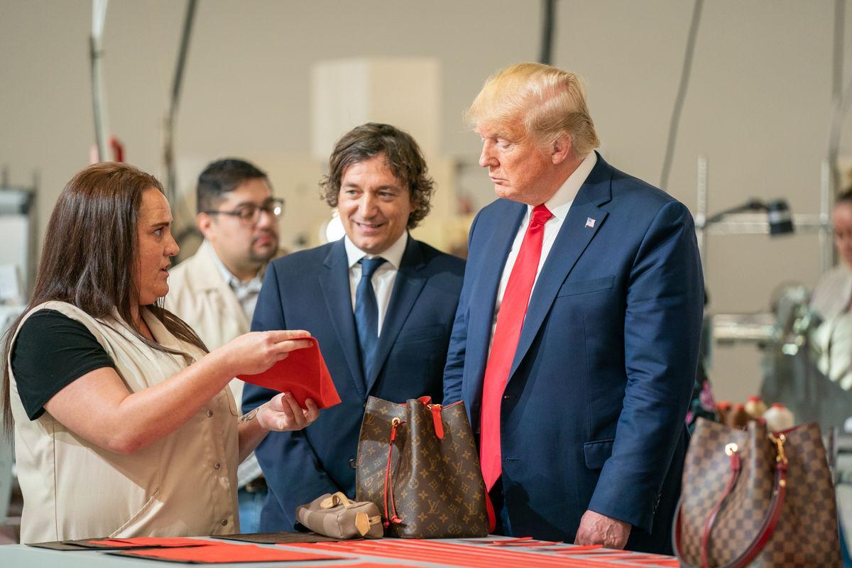 Trump tours LV