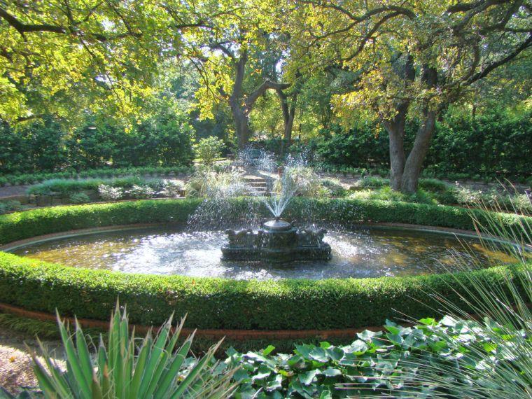 John Watson: Chandor Gardens: Old English gardens with Chinese ...