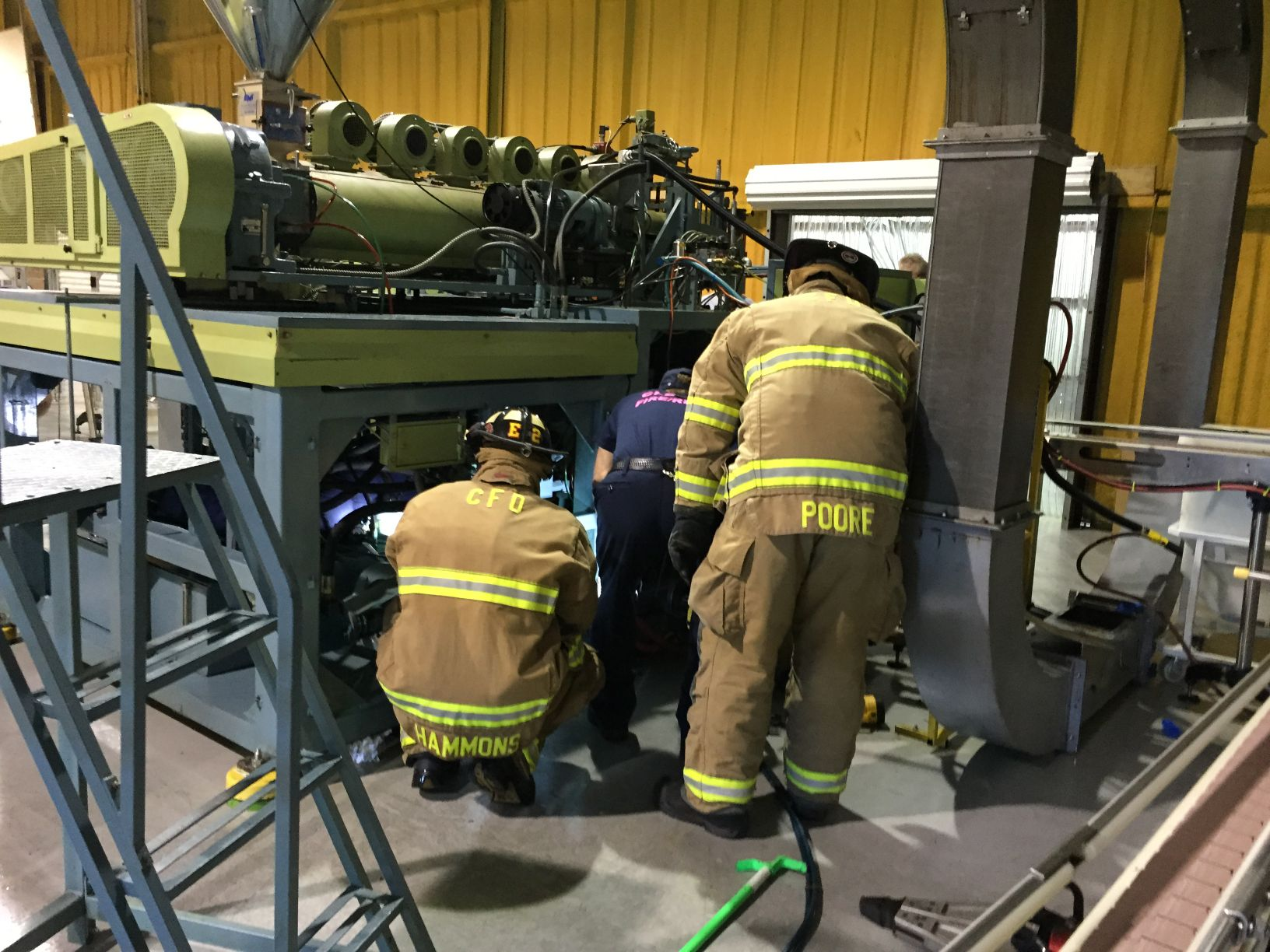 Hand extrication CFD extricates man trapped inside