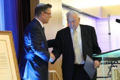 Gary Gross, outgoing board chair of the Jewish Federation of Cleveland, congratulates Richard W. Pogue