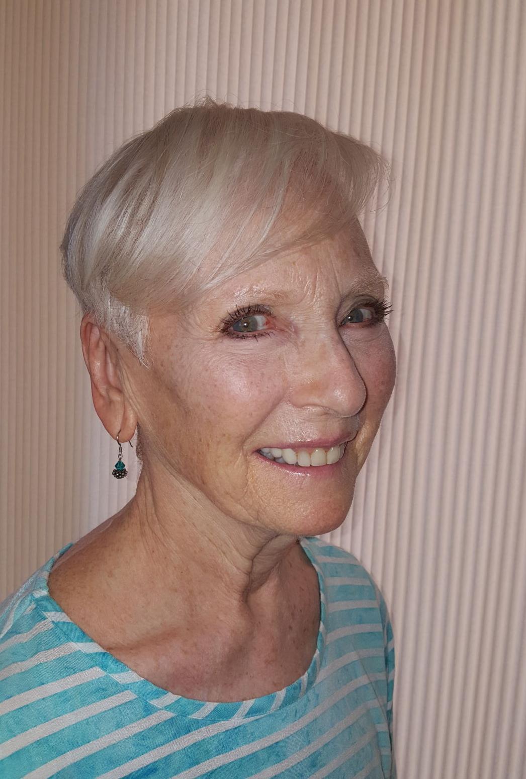 062317_Ester Leutenberg On the Bookshelf 1.jpg