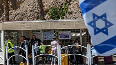 Israelis at the Taba border crossing