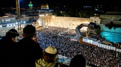 Tens of thousands of Jewish worshippers pray at Western Wall on eve of Yom Kippur