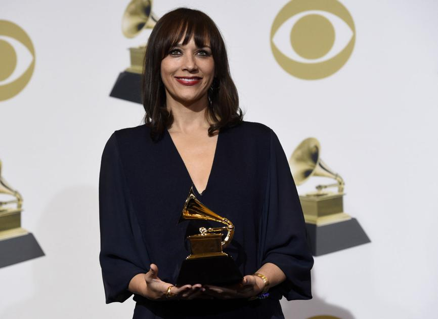 Rashida Jones wins first Grammy while dad Quincy snags his 28th