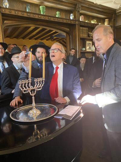 Governor, rabbi share fathers' stories at Chanukah event