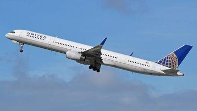 A United Airlines Boeing 757-33