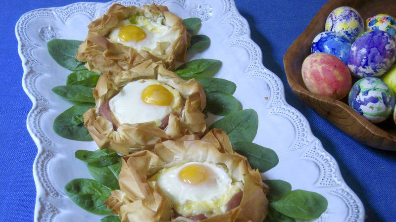 Bake your eggs in a pastry nest