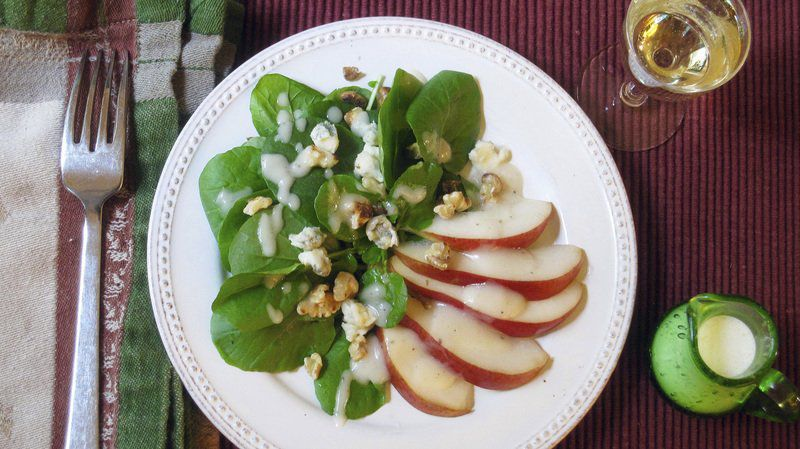 Serve salad with pear dressing